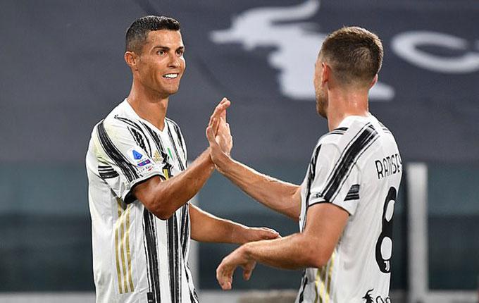 Ramsey và Ronaldo phối hợp rất ăn ý