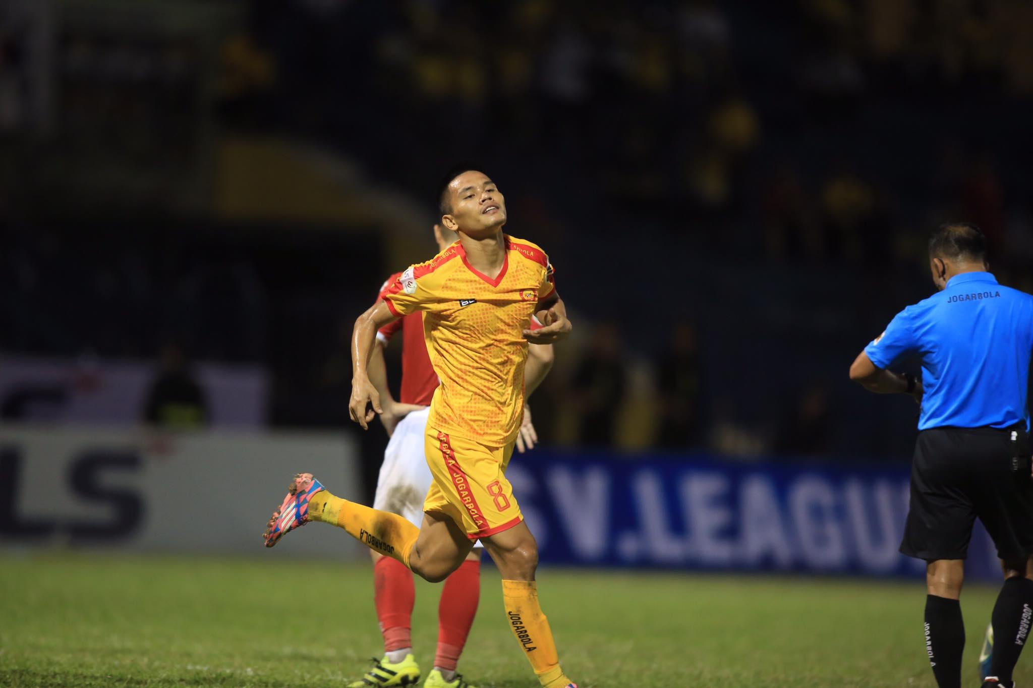 Văn Thắng ghi bàn mở tỷ số cho Thanh Hoá - Ảnh: Minh Tuấn