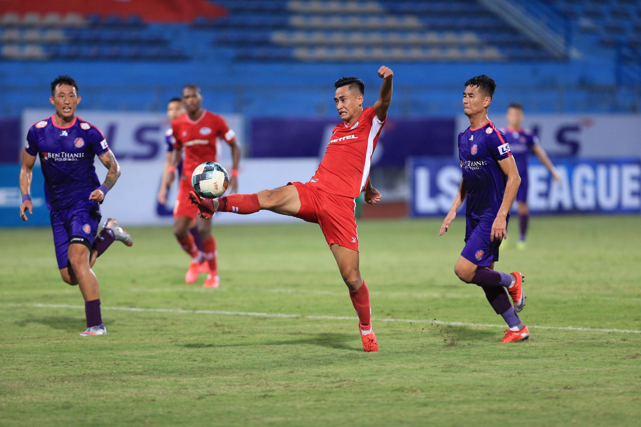 Minh Tuấn vào sân thay người, có pha ghi bàn ấn định chiến thắng 1-0 cho Viettel - Ảnh: Đức Cường