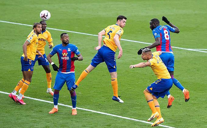 Kouyate ghi bàn gỡ hòa 1-1 cho Palace