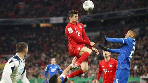 Bayern (trên) đang hướng đến 11 trận thắng liên tiếp trên sân khách kỷ lục tại Bundesliga