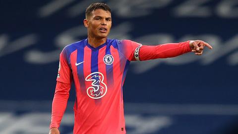 Thiago Silva mắc lỗi trong trận ra mắt Ngoại hạng Anh
