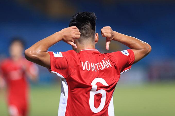 """Đây không phải là lần đầu tiên Tuấn """"đớp"""" ghi những bàn thắng quyết định mang về chiến thắng cho Viettel. Anh cũng từng lập công giúp đội bóng quân đội đả bại DNH.NĐ trên sân Thiên Trường"""