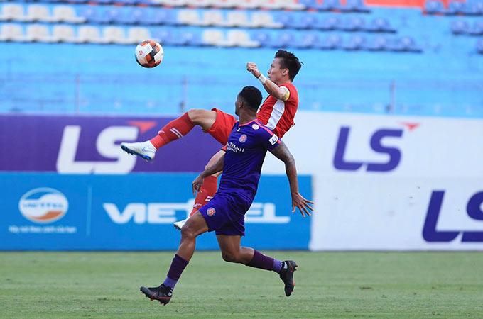 Với vị thế của đội đầu bảng, Sài Gòn FC nhập cuộc đầy chủ động dù phải làm khách trước Viettel. Tuy nhiên, hàng thủ của đội chủ nhà vẫn đứng vững dưới sự chỉ huy của Quế Ngọc Hải