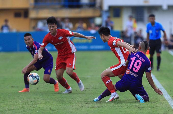 Sài Gòn FC là đội kiểm soát bóng nhiều hơn trong hiệp 1, nhưng họ không thể phá vỡ hệ thống phòng ngự của đội chủ nhà