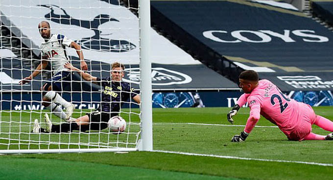 Lucas Moura mở tỷ số cho Tottenham