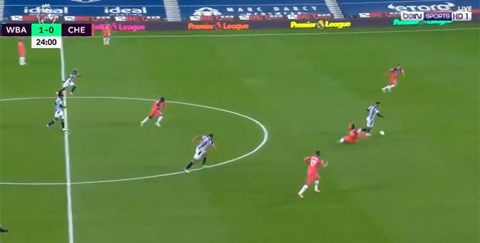 Thiago Silva mắc sai lầm nghiêm trọng