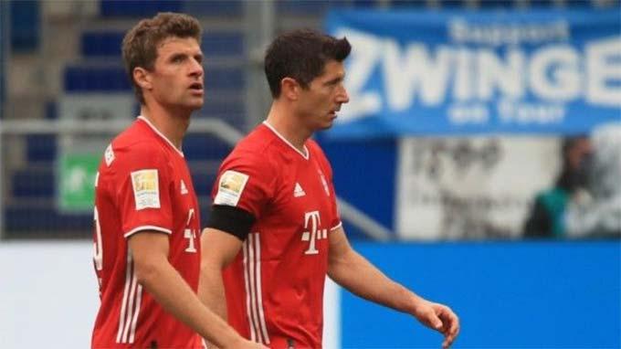 Sự xuất hiện của Lewandowski trong hiệp 2 cũng không thể giúp Bayern tránh được thất bại