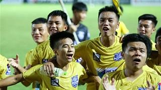 HLV Troussier lại khiến người Nghệ An chạnh lòng với bản danh sách U17 Việt Nam