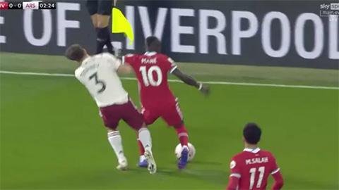 Liverpool gặp may khi Mane không bị đuổi ngay phút thứ 2
