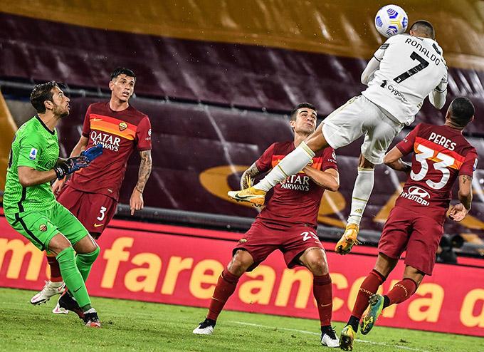 Pha bật nhảy ghi bàn ấn tượng của Ronaldo