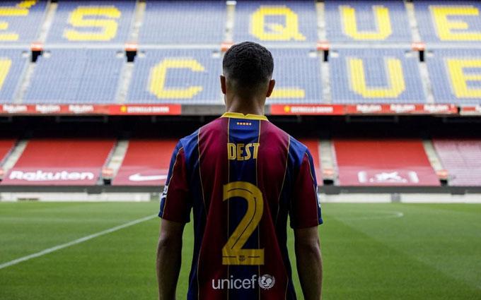 Dest mặc áo số 2 ở Barca