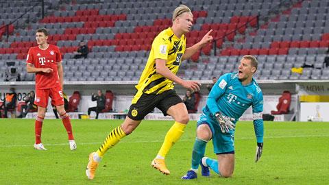 Haaland (áo sáng) ăn mừng bàn thắng san bằng tỷ số 2-2 cho Dortmund ở phút 55