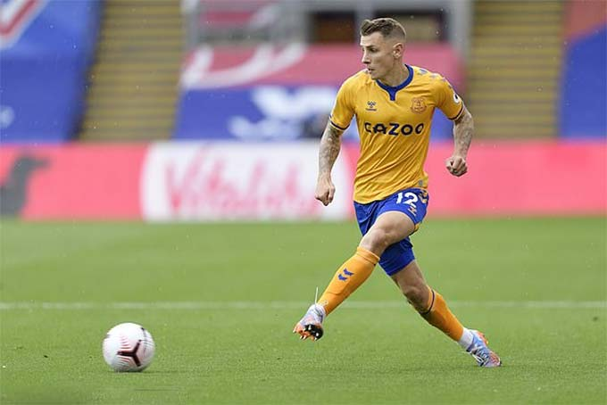 Digne là ngôi sao bên hành lang cánh trái của Everton