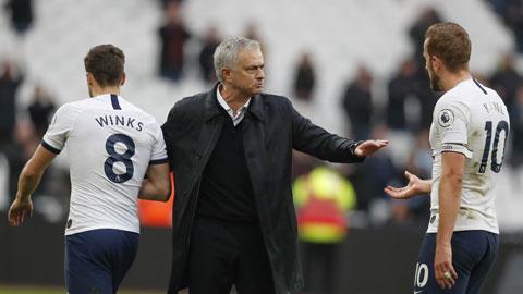 Mourinho đã cùng Tottenham thua cả 2 trận gặp Chelsea mùa trước
