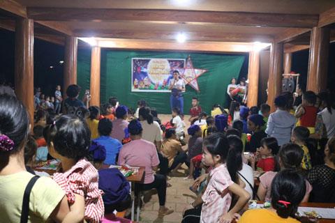 Vui trung thu cùng trẻ em bản Đôn, Thành Lâm, Bá Thước, Thanh Hóa