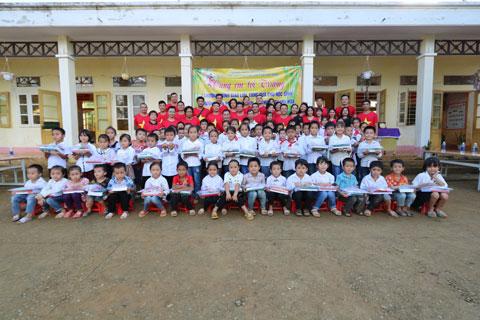 Toàn thể cán bộ, giảng viên TT và các em học sinh trường tiểu học Thành Lâm