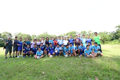 Thi đấu bóng đá giao hữu giữa Trung tâm GDTC&TT cùng Đội bóng Bản Đôn