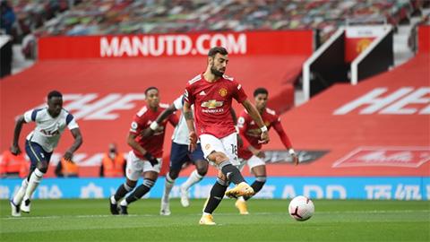 Bruno Fernandes cán mốc 10 bàn penalty cho M.U bằng quả phạt đền chớp nhoáng