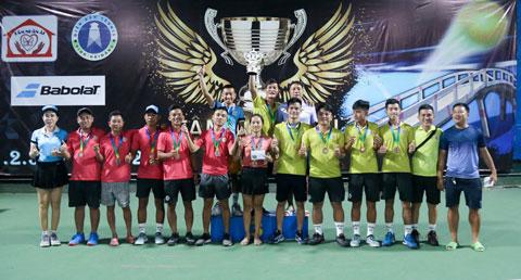 Trao giải đồng đội hạng Ba: Team Sahara