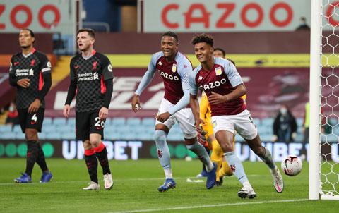 Ollie Watkins (phải) tỏa sáng rực rỡ với 1 pha kiến tạo và 3 bàn thắng vào lưới Liverpool