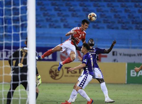 TP.HCM (trên) sẽ đụng ngay  kỳ phùng địch thủ Hà Nội FC  ở vòng 1 giai đoạn 2    Ảnh: Minh Tuấn