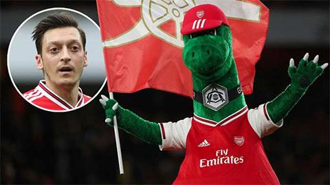Oezil xin trả lương cho linh vật của Arsenal