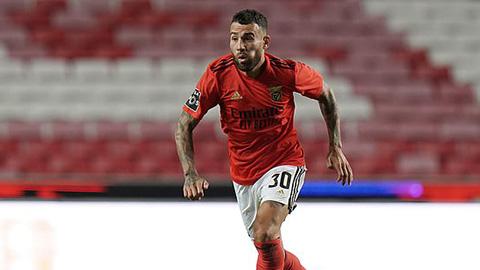 Otamendi có màn ra mắt Benfica thảm họa
