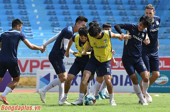 Tuy nhiên theo Văn Toàn, anh và đồng đội sẽ chơi phòng ngự phản công và hy vọng kiếm về 1 thắng lợi có cách biệt 1 bàn