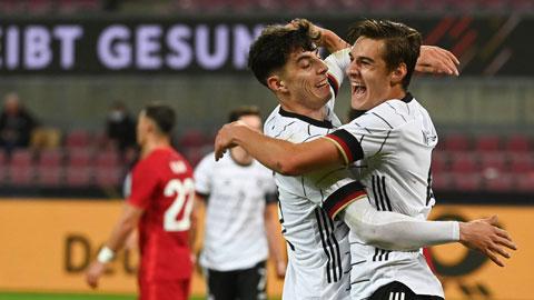 Neuhaus (phải) xé lưới Thổ Nhĩ Kỳ ngay trong trận đầu khoác áo ĐT Đức