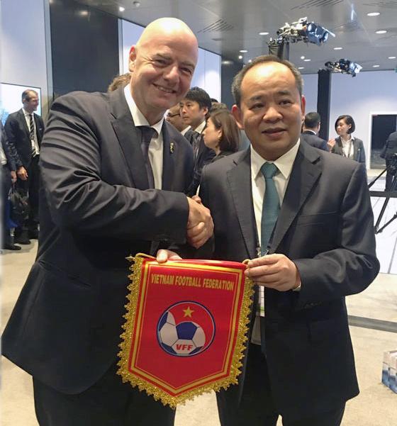 Chủ tịch VFF Lê Khánh Hải gặp gỡ Chủ tịch FIFA Gianni Infantino trước thềm Đại hội lần thứ 69 của FIFA