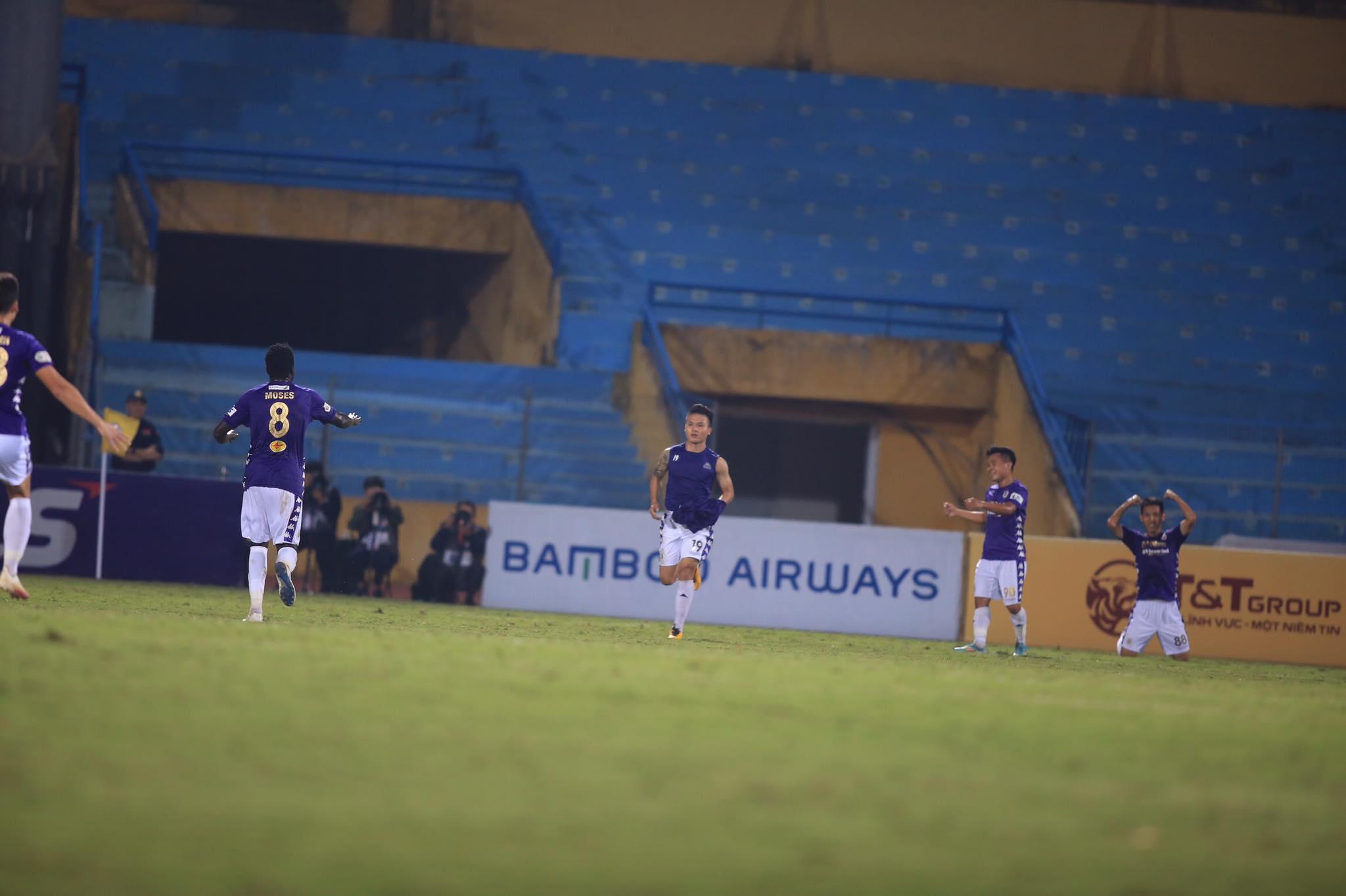 Quang Hải ăn mừng bàn thắng nâng tỷ số lên 2-0 cho Hà Nội - Ảnh: Minh Tuấn