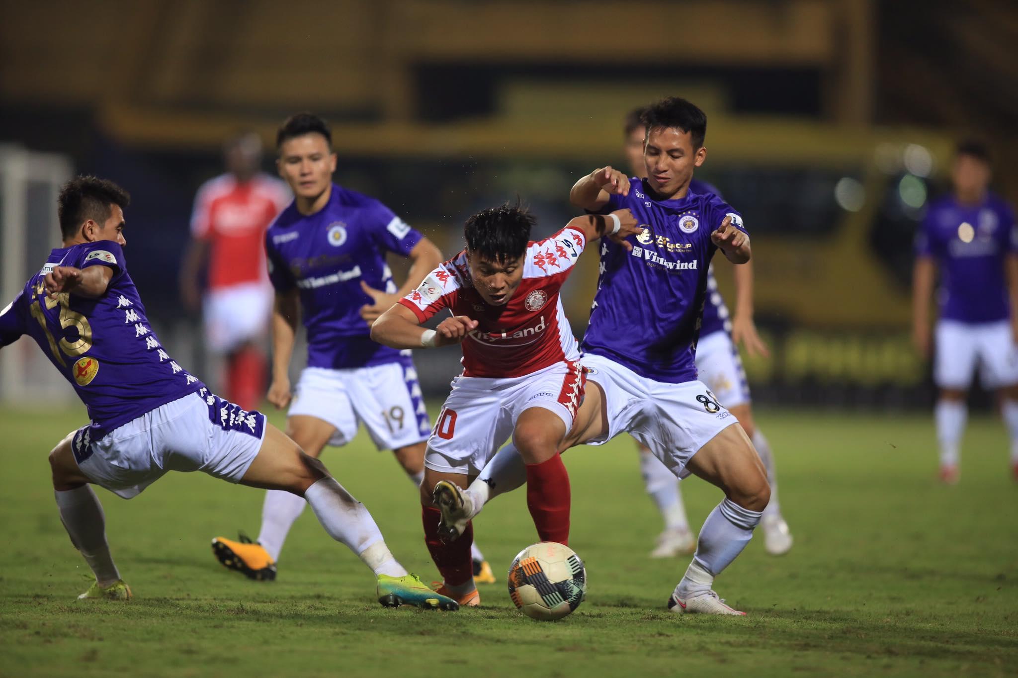 TP.HCM chơi đầy kiên cường trước Hà Nội FC - Ảnh: Minh Tuấn