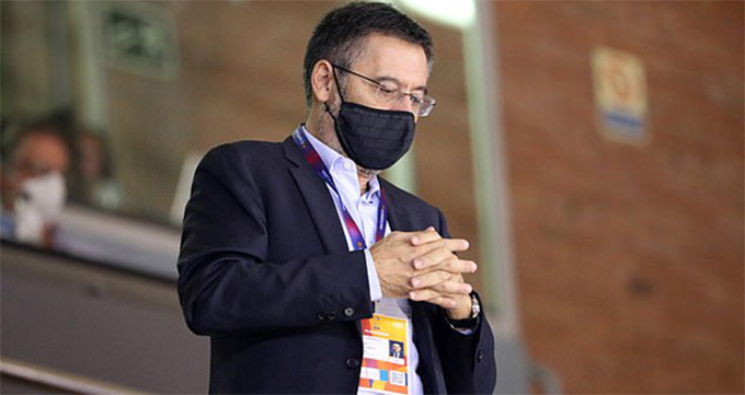 Bartomeu đang đơn độc ở Barca