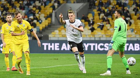 Matthias Ginter ăn mừng bàn thắng mở tỷ số vào lưới Ukraine