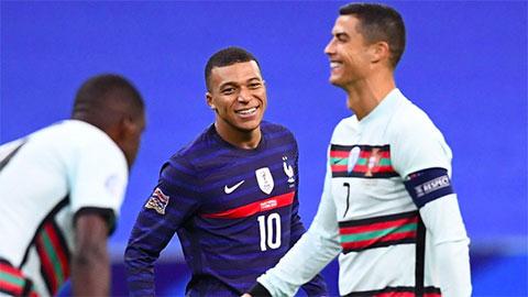Mbappe sung sướng khoe ảnh ôm Ronaldo chỉ 1 ngày trước khi CR7 dính COVID-19