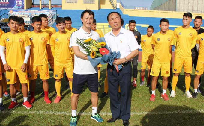Bầu Đệ và HLV Nguyễn Thành Công chia tay sau 3 tháng làm việc