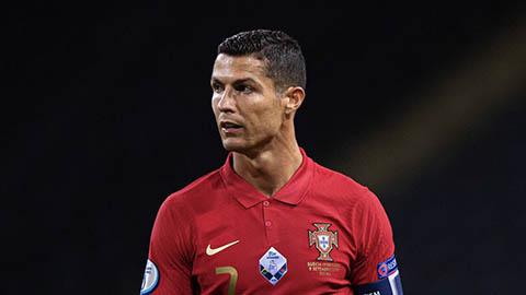 Lương của Ronaldo ở Juventus cao hơn tổng lương 4 CLB Serie A