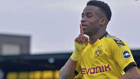 Tiền đạo 15 tuổi Dortmund đăng ký dự Champions League là ai?