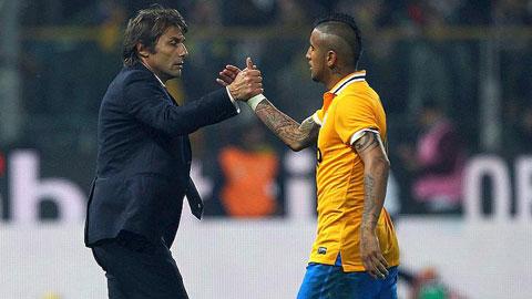 Như tại Juventus (ảnh nhỏ) trước kia, Vidal khi về với Inter vẫn được Conte xem là hạt nhân quan trọng