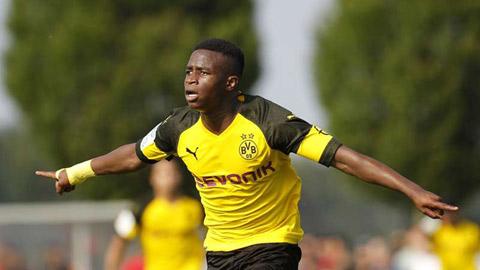 Dortmund đăng ký thần đồng 15 tuổi dự Champions League