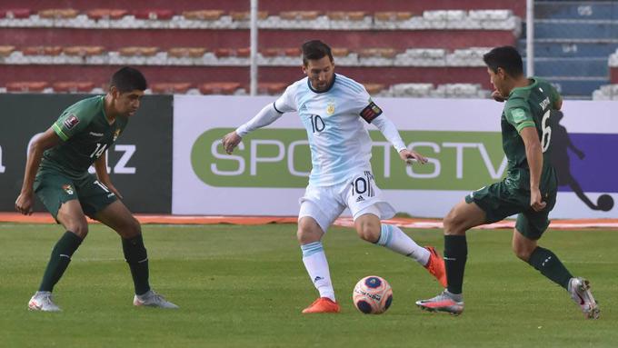 Messi thi đấu mờ nhạt trên sân của Bolivia