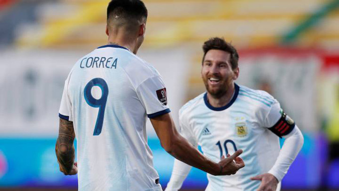 Argentina may mắn giành chiến thắng nhờ sự tỏa sáng của Correa