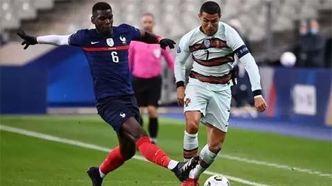 Pogba & Martial cũng tiếp xúc gần với Ronaldo, M.U tá hỏa