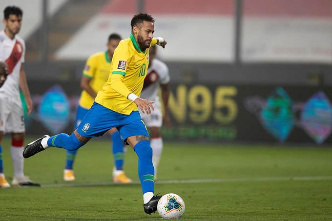 Neymar thực hiện thành công quả 11m cho ĐT Brazil