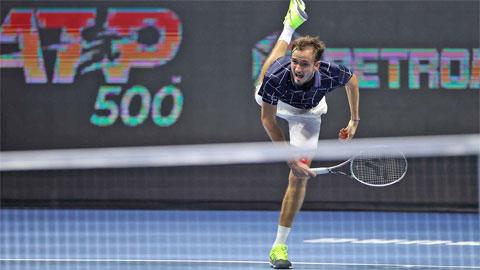 Daniil Medvedev thoát hiểm trận đầu St. Petersburg Open 2020