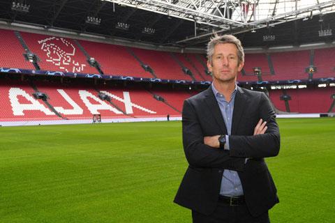 Scholes vừa tiến cử Van der Sar giữ chức GĐBĐ của M.U