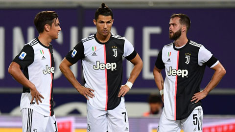 Paulo Dybala (bìa trái) đang trải qua những ngày ảm đạm tại Juve
