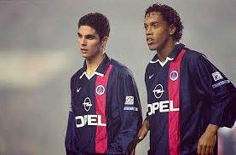 Arteta (trái) bị Barca đem cho PSG mượn trước khi bán cho Rangers