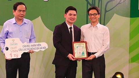 Hà Nội FC ủng hộ 1 tỷ đồng, bầu Hiển quyên góp 29 tỷ đồng cho Quỹ vì người nghèo